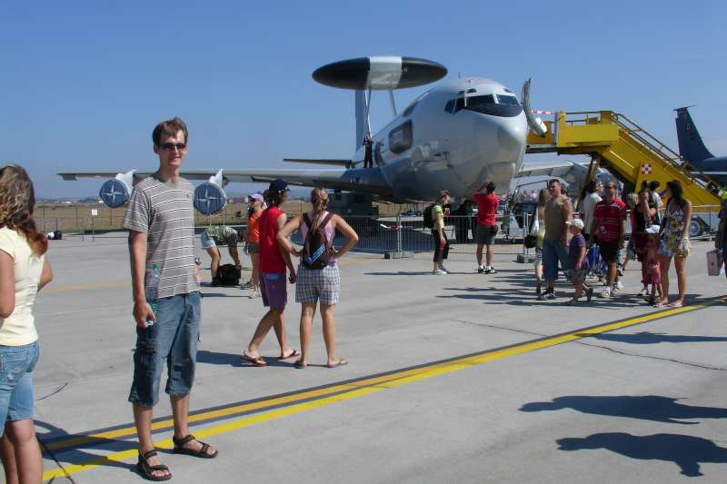 Poprve jsem se sel s Adelkou podivat na letecky den, kdyz uz to bylo skoro za rohem v Turanech a bylo krasne pocasi tak nam nic nebranilo.